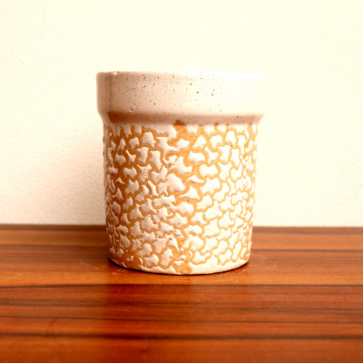 Off White colour circle ceramic pot